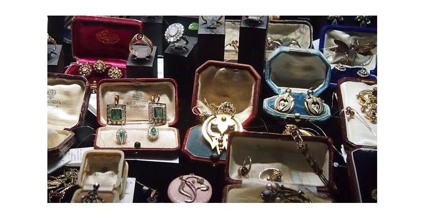 Антикварные украшения: купить значимый коллекционный экспонат